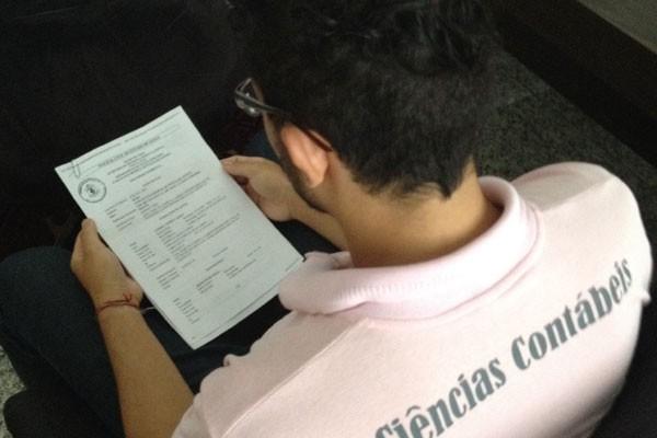 Jovem registrou Boletim de Ocorrência no 25º DP contra suspeitos de espancá-lo (Foto: Sílvio Túlio)