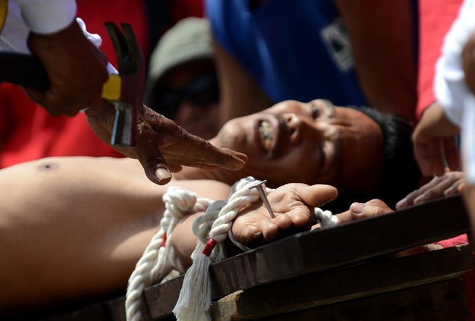 Filipinos nail themselves to crosses on good friday