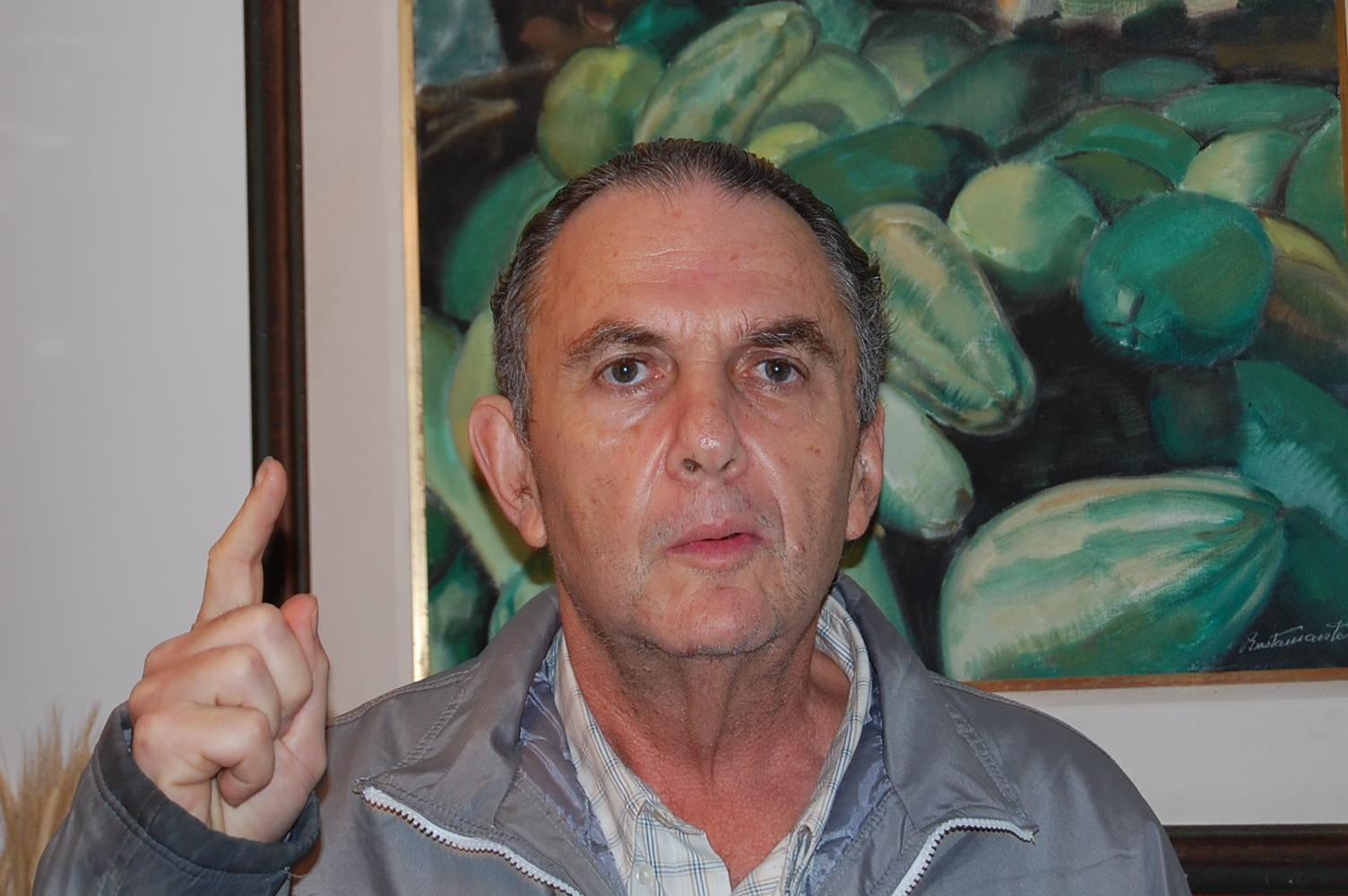 """Daniel Chutorianscy - debateu """"Destino estrangeiro"""" com o Clube de Leitura Icaraí em 11/12/2015"""