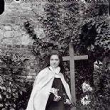 """""""Deus é mais terno que uma mãe"""". Santa Teresinha"""