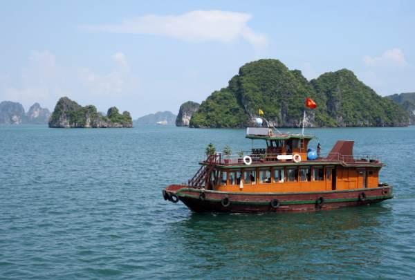 Berlayar di Halong Bay Yang Romantis Dan Misterius | @Warkop Aremania