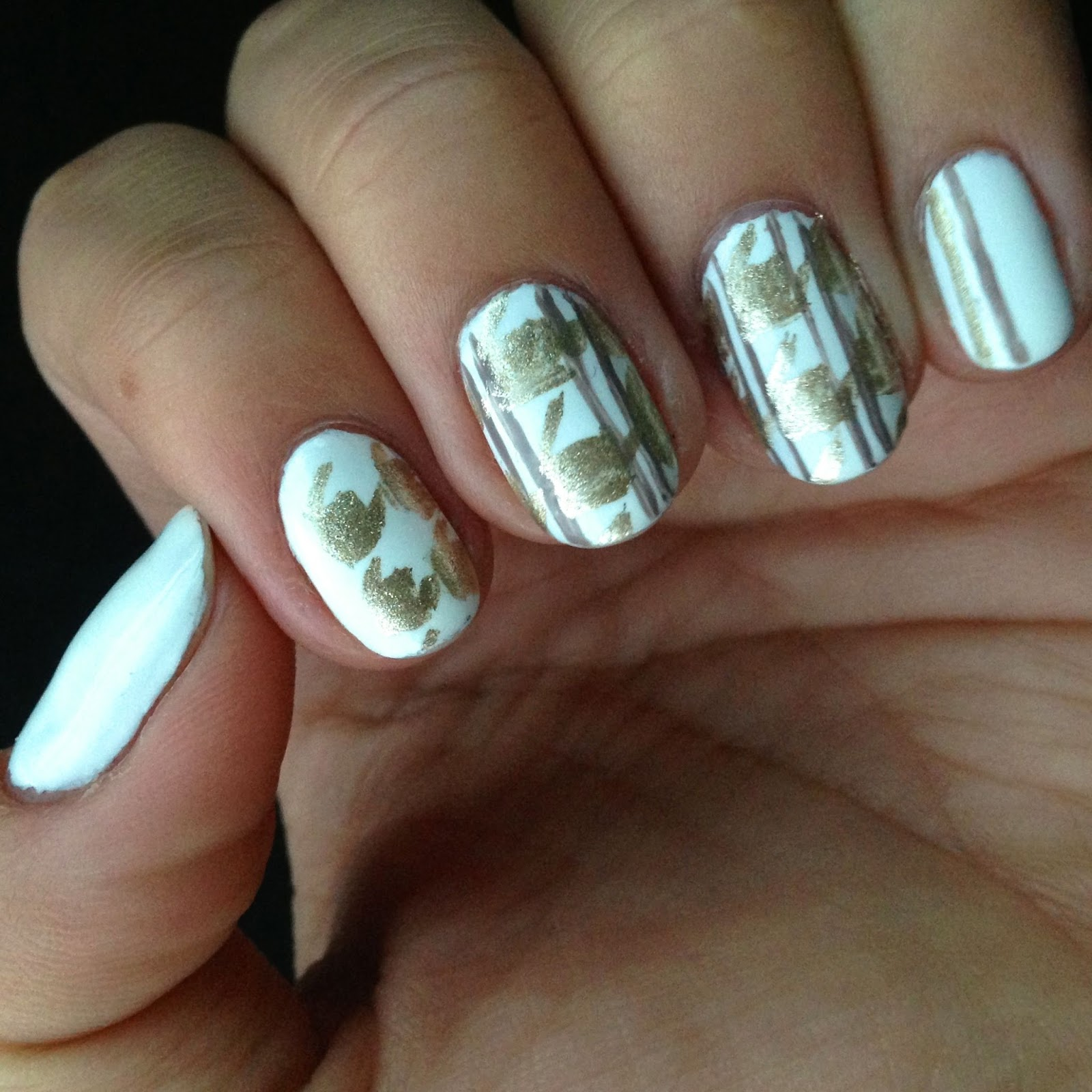 It\'s because I think too much: White & Gold Houndstooth Nail Art
