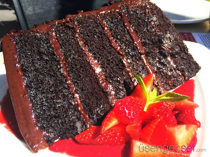 pf-changs-chocolate-cake