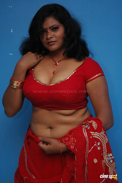Latest Movies Gallery: TAMIL AUNTY ACTRESS HOT SUPER CLEAVAGE NAVEL ...