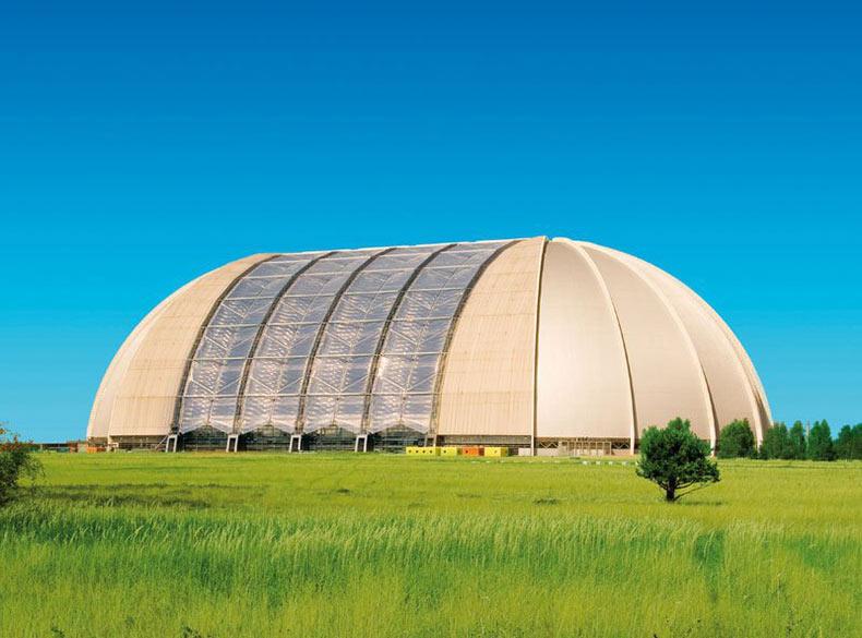 Tropical Islands: El gigante parque acuático dentro de un viejo hangar de dirigible alemán