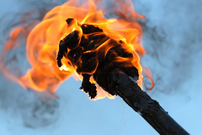 http://www.photo-dictionary.com/phrase/5256/flaming-torch.html#b