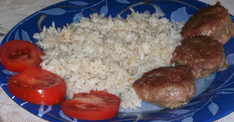 Котлеты на пару и рис в мультиварке