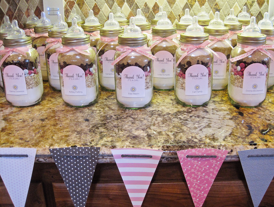 Seriously Daisies: Pink & Gray Baby Shower {Favors Entrance & Gifts