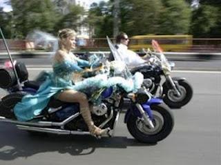 Pernikahan unik naik moge Harley-Davidson