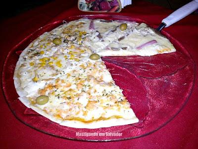 Casarrara Restaurante: Pizza nos sabores Caipira, Casarrara e Salmão
