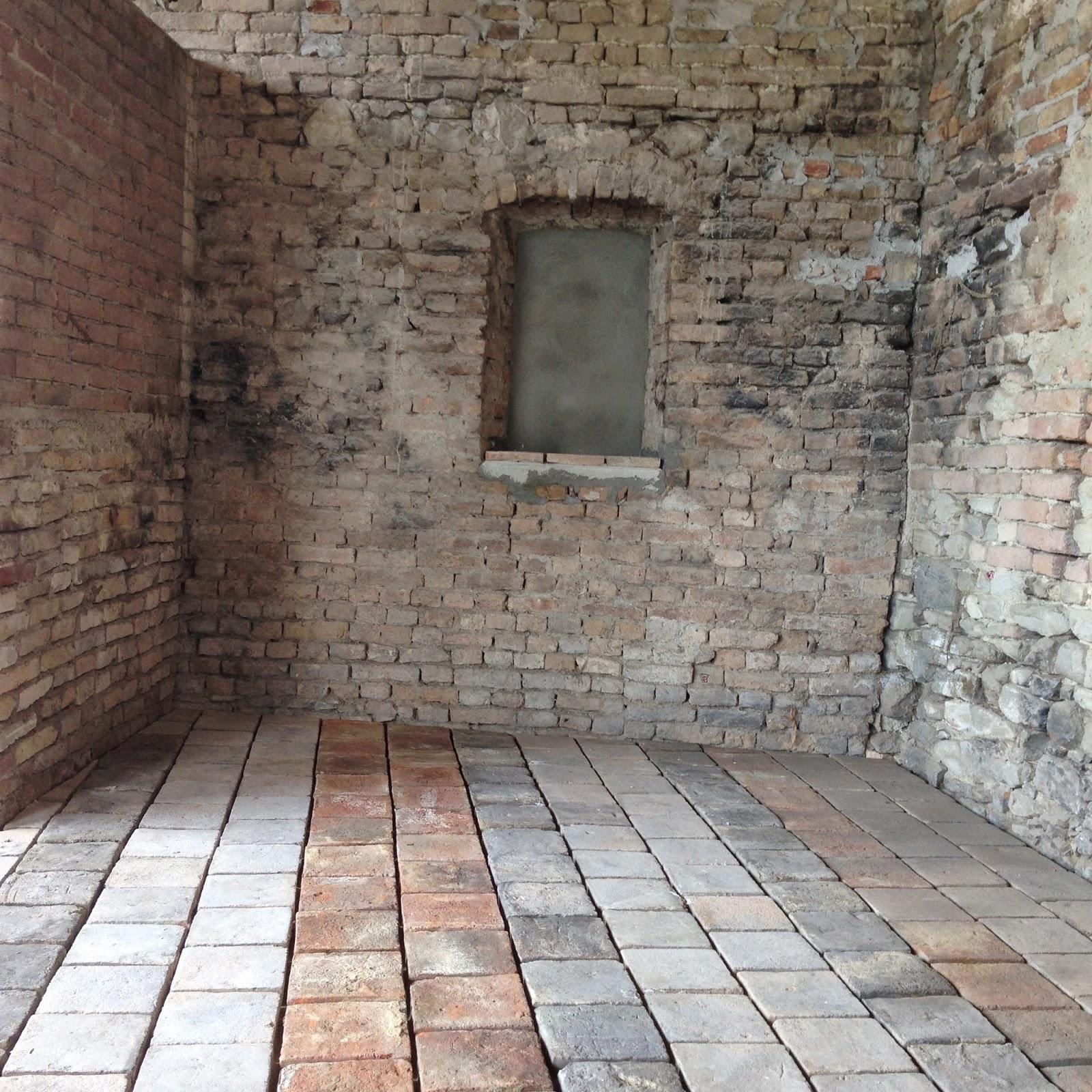 Corteranzo: Posa del cotto sotto il portico