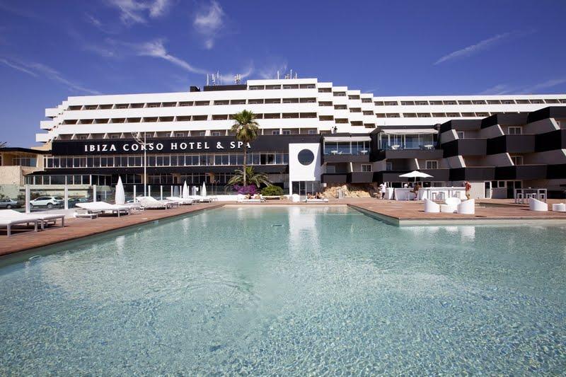 Un viaje de fin de carrera en el macuto ibiza - Hotel apartamentos el puerto ibiza ...