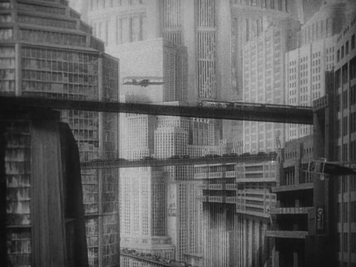 Imagen de la película, Metrópolis, de Fritz Lang, en la que se observa el diseño arquitectónico futurista