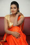 Srivani Reddy new sizzling pics-thumbnail-4
