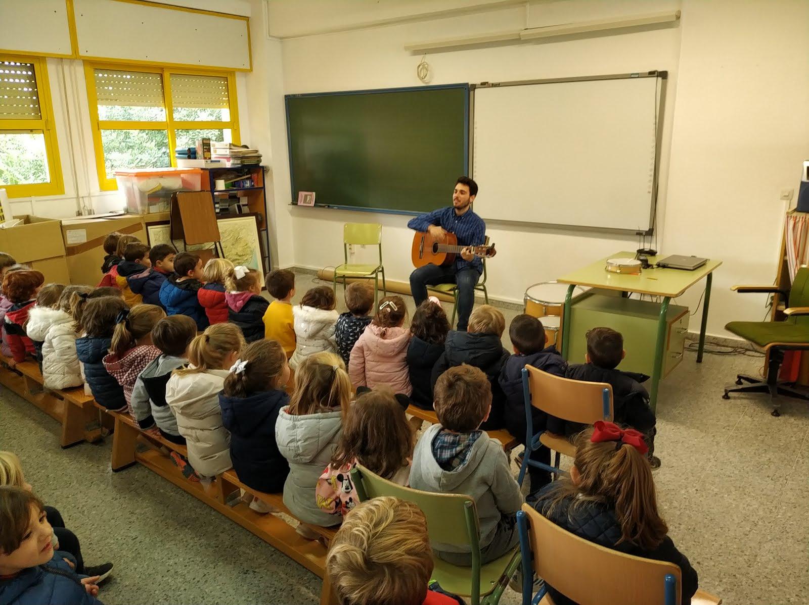 Día del Flamenco en nuestro colegio con Ismael, antiguo alumno.