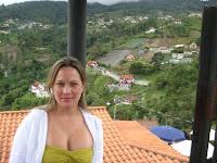 Hermoso paisaje con una herrmosa mujer.jpg