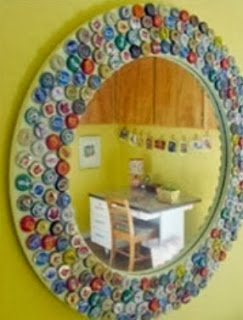 http://un-mundo-manualidades.blogspot.com.es/2013/11/bonito-marco-para-espejo-decorado-con.html