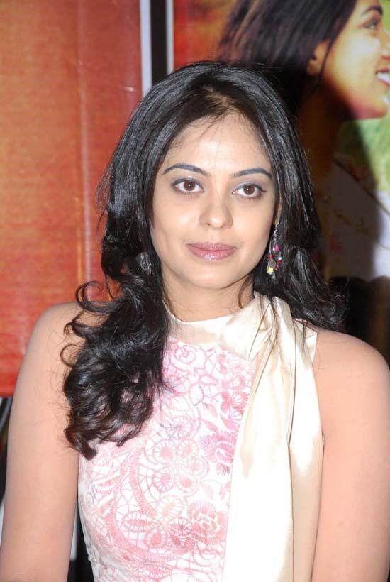 Bindu Madhavi  Telugu Actress New Stills Photo Gallery unseen pics