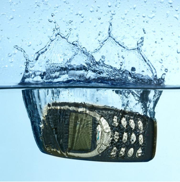 What To Do If Mobile Device Gets Wet  কী করবেন যদি প্রিয় ফোনটা পানিতে পড়ে যায়?