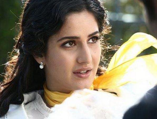 Katrina-Kaif-sexy-looking
