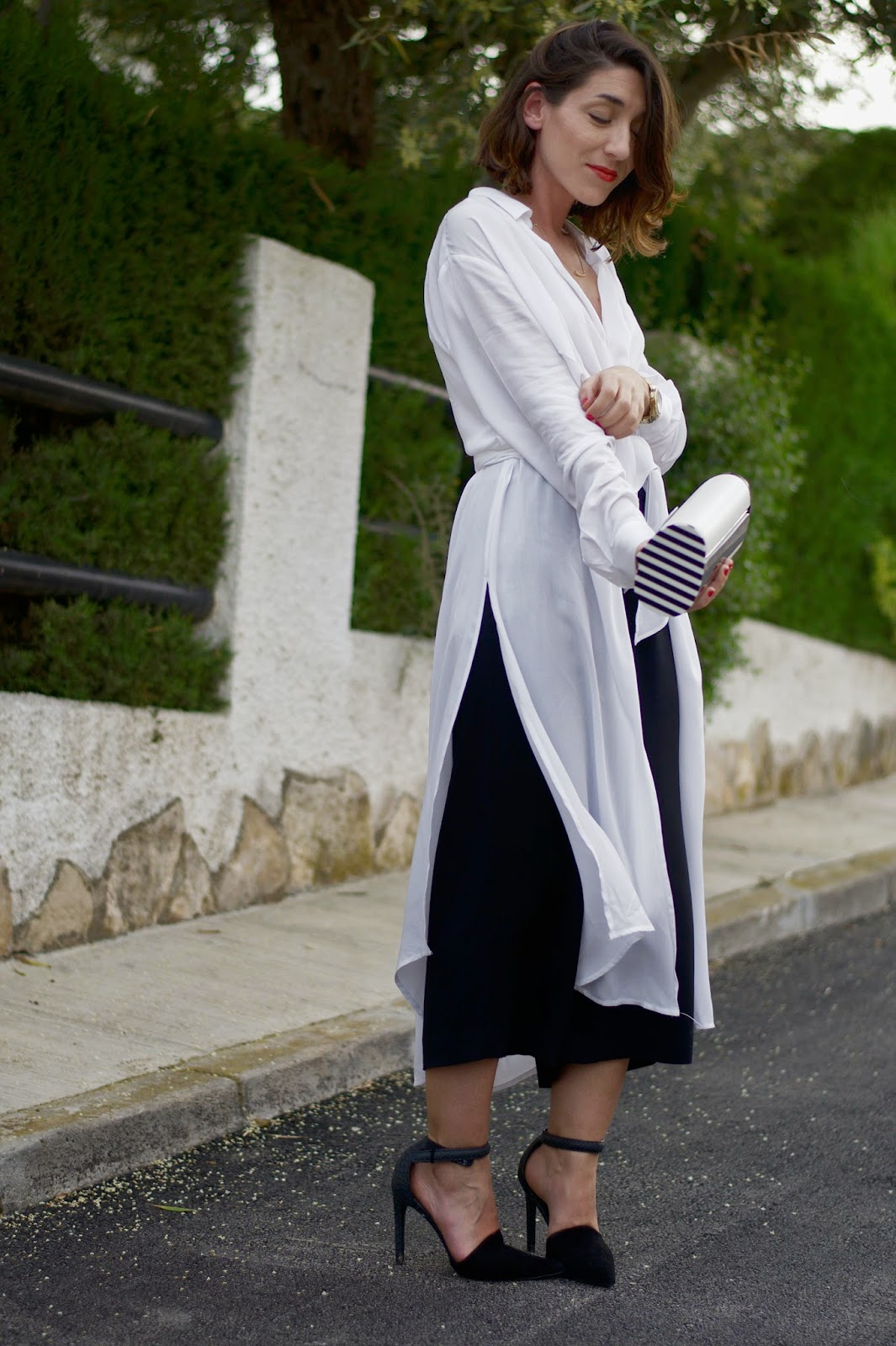 Pantalones y Camisa H&M, tacones Mango, Clutch Marc Jacobs