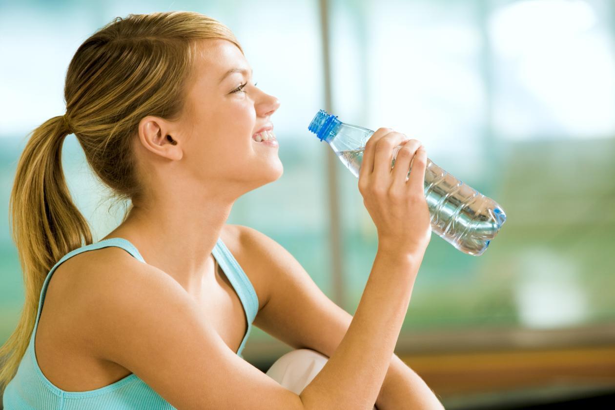 beba água - Dicas para perder a barriga