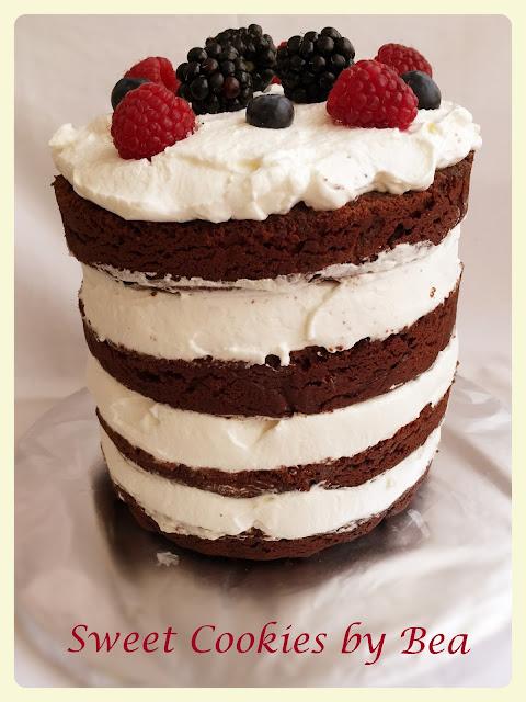 Naked cake de chocolate con frutos rojos