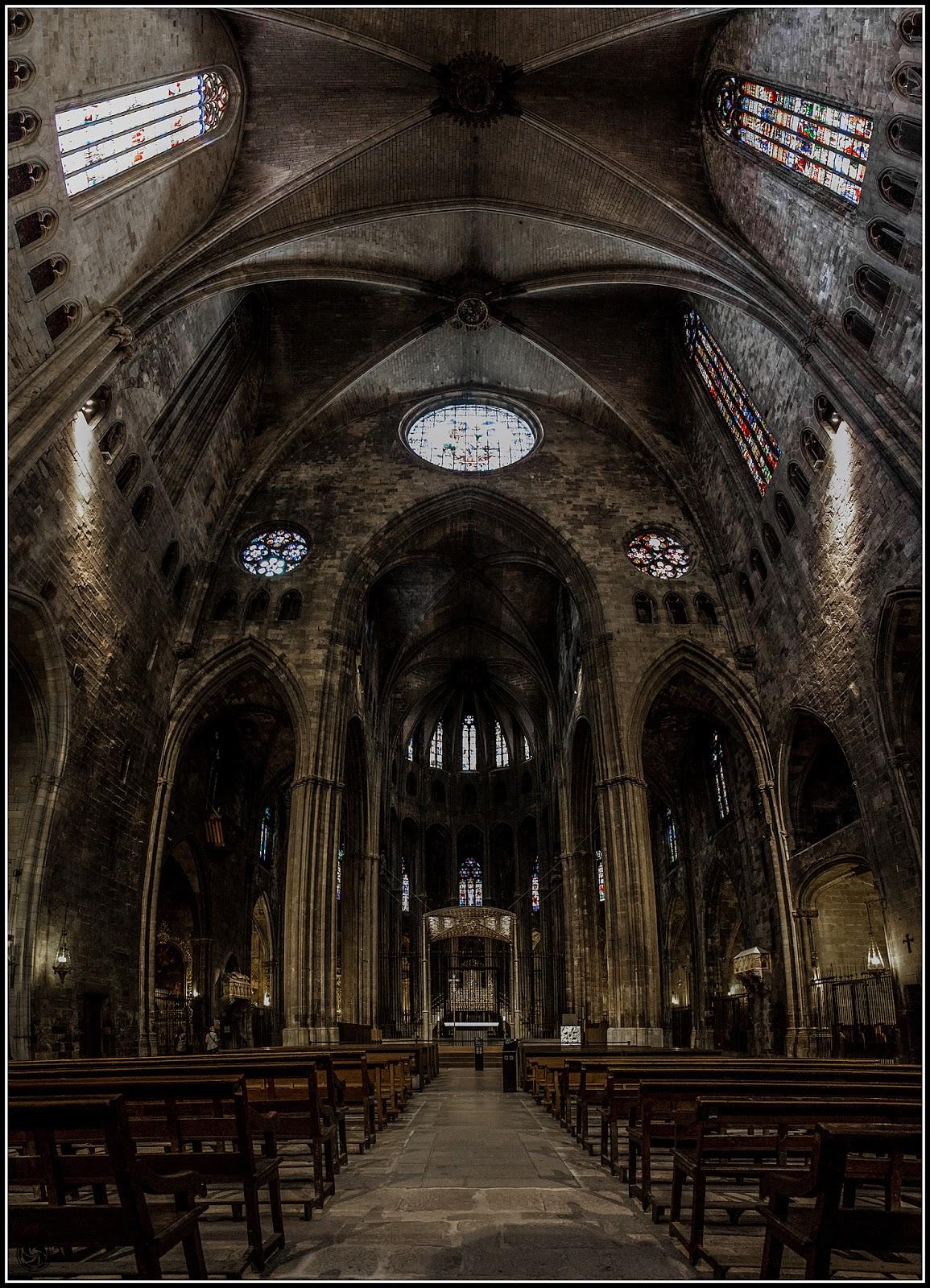 Nave gótica de Sta. Maria de Girona :: Panorama 6 x Canon  EOS 5D MkIII | ISO 25600 | Canon 24-105@24mm | f/4.0 | 1/25s (Handheld)