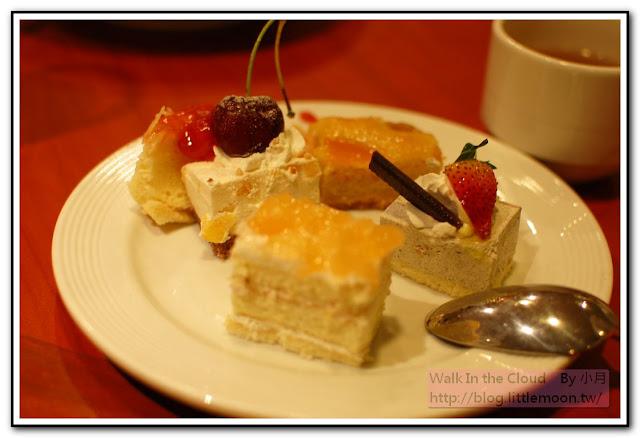 不同口味的點心、蛋糕