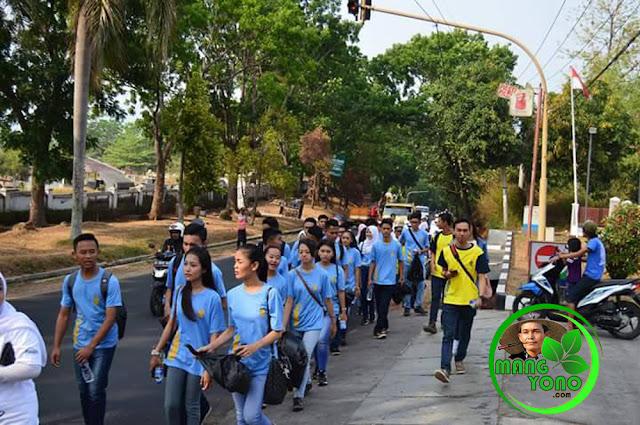 Para MOKA ikut meriahkan acara Jalan Santai Lintas Alam dan Pungut Sampah Plastik