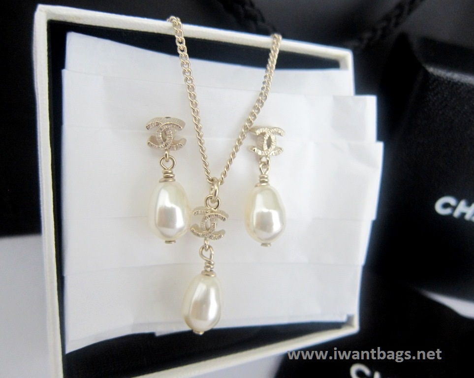 Chanel Pearl Necklace Light Gold