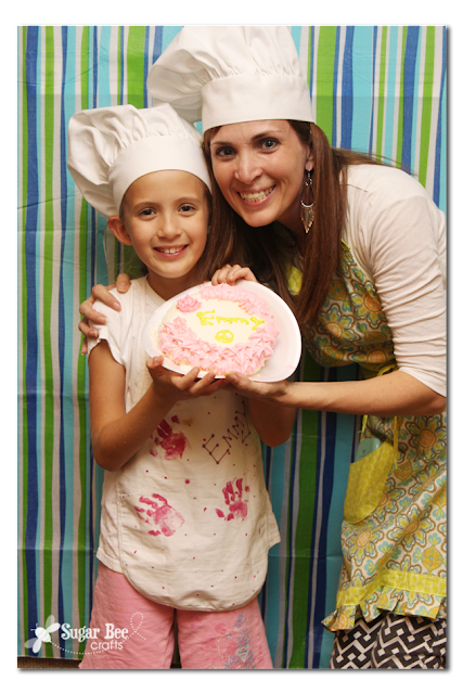 mother+daugther+cake+decorating.png