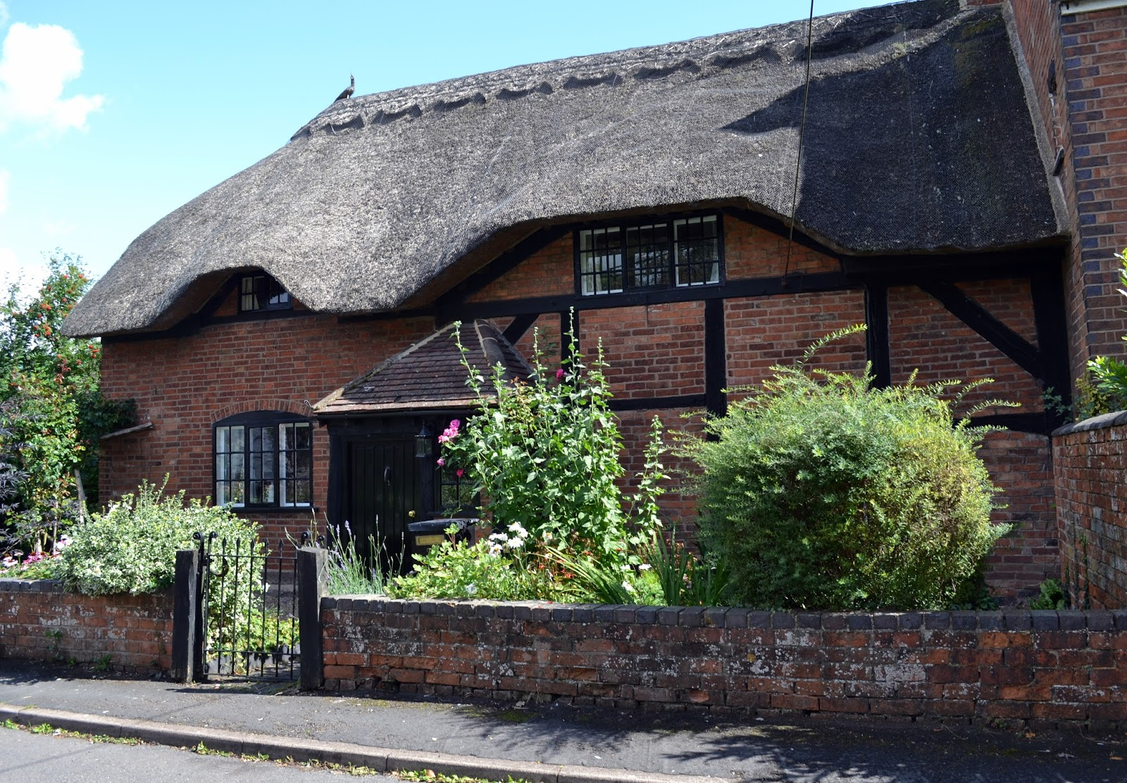 House with green roof coventry - Thatched Roof Thursday 87 Wolston