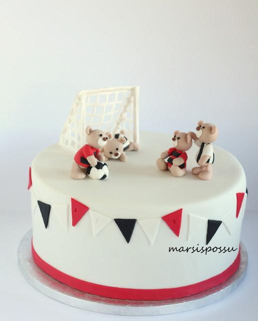 jalkapalloaiheinen kakku