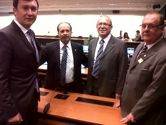 Prefeito de Três Coroas, Rogério Grade (1º da esq. p/ dir.)  em recente visita ao Deputado Federal Eliseu Padilha (3º na foto)
