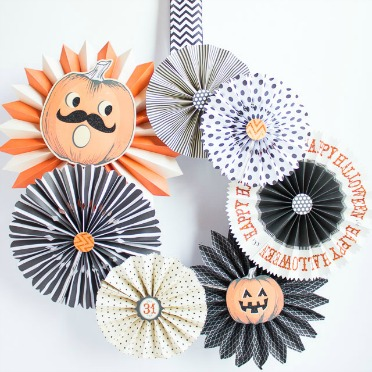 Paper fans = AWESOME wreath!