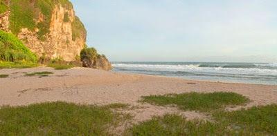 Pantai Ngrumput yang eksotis