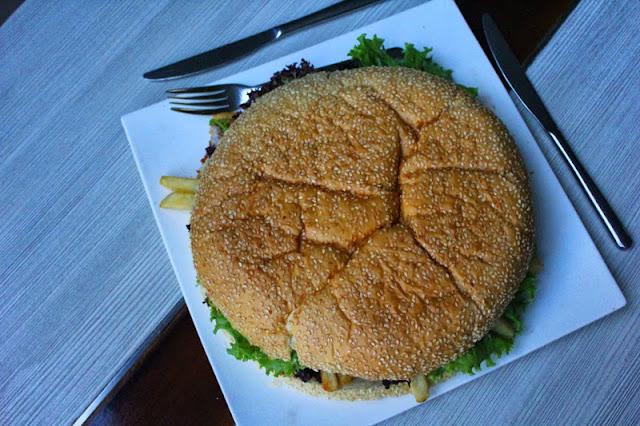 Goliath Burger Grand Aston Yogyakarta, Ini Baru Maksimal!
