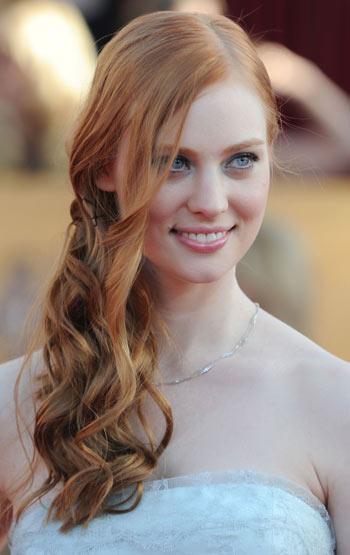Modelo de cabelo longo ondulado