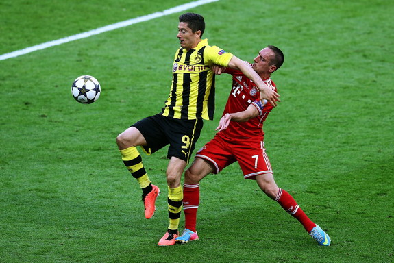 Robert Lewandowski and Franck Ribéry could be teammates at Bayern Munich next season