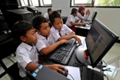 Awasi Penggunaan Alat Teknologi pada Anak