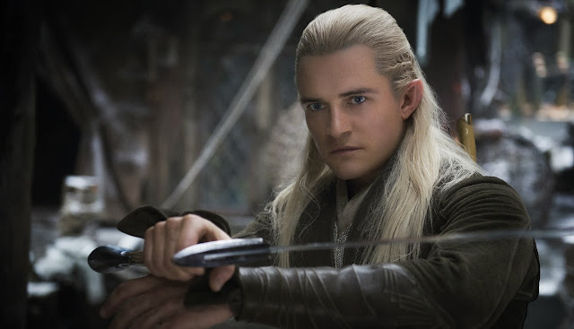 Legolas with sword in The Hobbit: The Desolation of Smaug movie still image picture photo