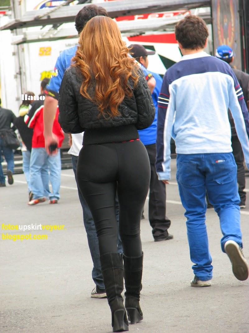 Culona de leggins negros en fila pagando claro - 3 part 8