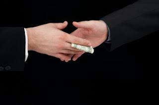Hukum Gaji Seseorang yang Pekerjaannya Didapat dengan Menyuap