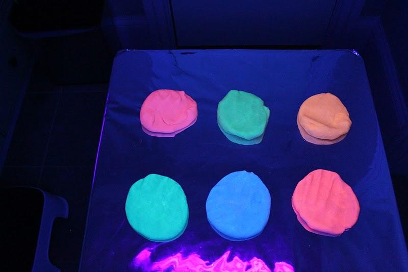play glow