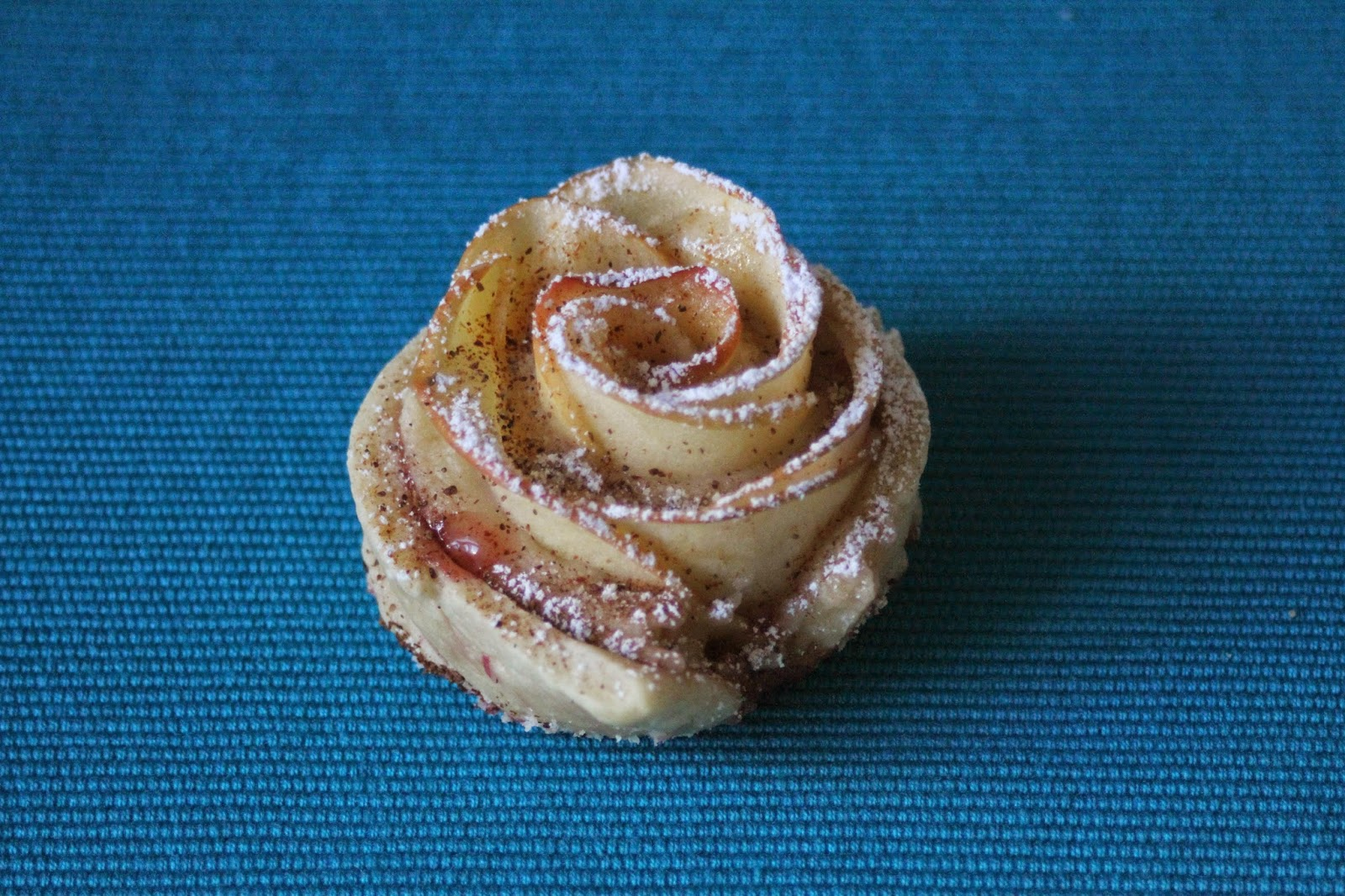 Ruusuiset omenaleivonnaiset
