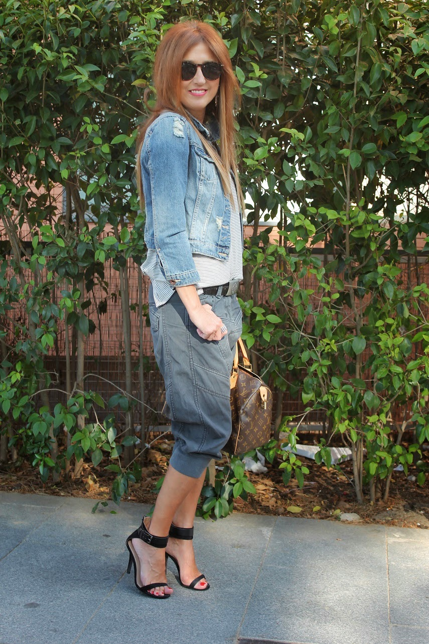 Look, street style, fashion style, jacket, denim, t-shirt navi, Trafa, Zara, blog de moda, Carmen Hummer