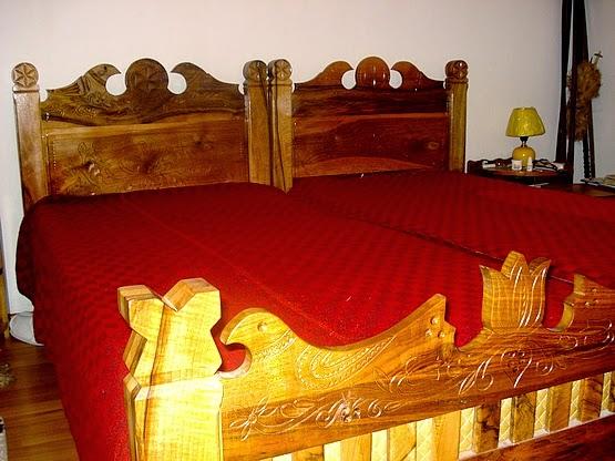 Faragott tulipános ágy