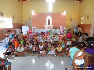 Árvore dos Sonhos distribui mais de 100 presentes