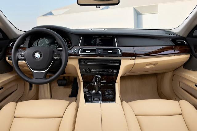 BMW M770i XDrive HD Wallpapers